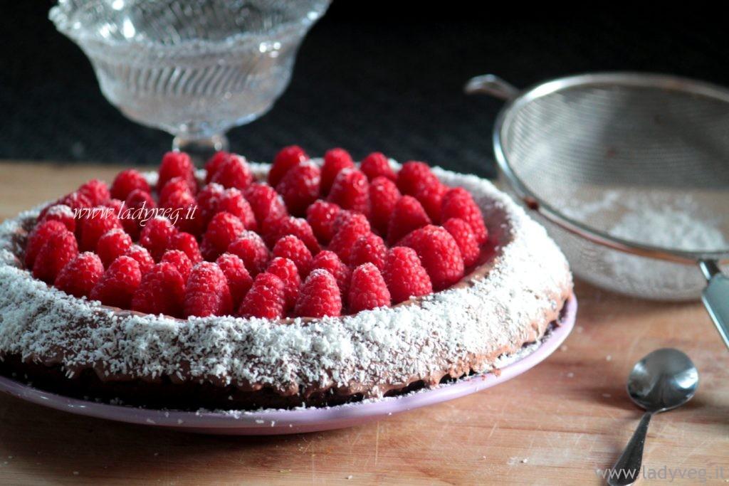 torta al cacao vegan con crema chantilly
