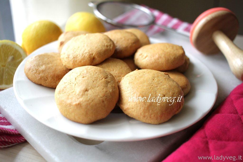 Biscotti vegani senza glutine al limone