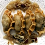 Ravioli al vapore vegan con cipolle caramellate e melanzane arrostite / Steamed dumplings with caramelized onions and roasted eggplant