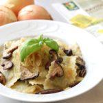 Ravioli vegan ai funghi e cipolle caramellate: ricetta semplice per un primo piatto vegan!