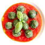 """Gnudi vegan o """"malfatti"""" al pomodoro con spinaci e tofu: ricetta semplice senza uova e senza formaggio"""